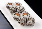 Close-Up bir suşi roll, Japon yemekleri — Stok fotoğraf
