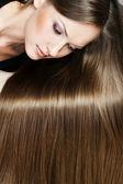 Porträt einer schönen frau mit langen haaren — Stockfoto