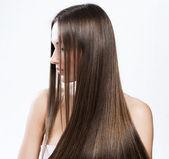 Mulher bonita com cabelo comprido saudável — Foto Stock