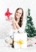 žena s vánoční dárky — Stock fotografie