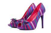 Um par de sapatos de salto alto coloridos isolado no branco — Foto Stock