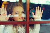 Beautiful girl looking out the window. outside view — Stock Photo