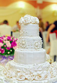 White floral wedding cake on restaurant interior background — Stock Photo