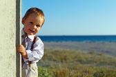Negocios niño sacando la pared en el fondo del mar — Foto de Stock