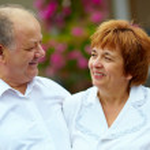 Happy mature couple outdoors — Stock Photo #15548337