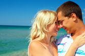 Ungt par i kärlek på smekmånad — Stockfoto