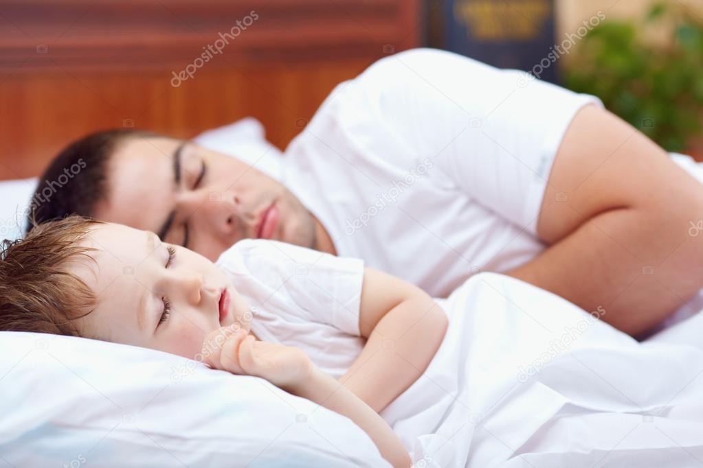 видео про как сын и мать а отец спал