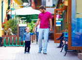Father and baby boy walking the city street — Stock Photo