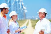 Investigadores trabajan en la estación de energía eólica — Foto de Stock