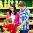 Family buying healthy food in supermarket — Stock Photo