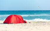 Camping on sandy beach — Stock Photo