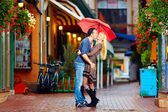 Happy couple having fun on colorful street — Stock Photo