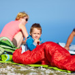 Foto Stock: Kid with parents camping in mountains
