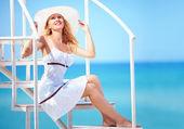 Beautiful girl on summer vacation trip — Stock Photo
