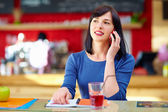 Happy woman talking on the mobile phone — Stock Photo