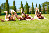 Group of happy teenage friends enjoying summer — Stock Photo