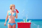 Pretty girl drinks fresh beverages on beach — Stock Photo
