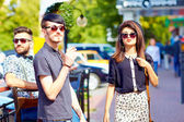 Friends talking on the city street, youth culture — Stock Photo
