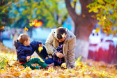 Joyful father and son having fun in autumn park — Zdjęcie stockowe
