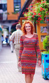 Beautiful woman walking the city street — Stock Photo