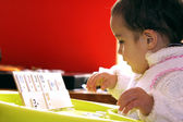 Child playing rummy — Stock Photo