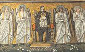 Jungfru Maria och änglarna — Stockfoto