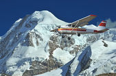 Flying in the mountains — Stock Photo