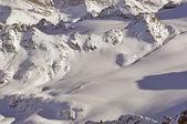 Ski tracks ina berg wildernis — Stockfoto