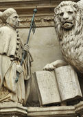 Doge and the Lion — Stok fotoğraf