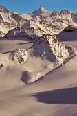 Wilderness skiing in the Swiss Alps — Stock Photo