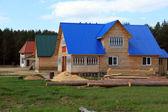 Výstavba nových domů v obci ploskovo verhovazhskogo okrese, vologda region, rusko. — Stock fotografie
