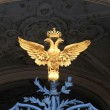 The double-headed eagle on the gates of the Winter Palace. St. Petersburg, Russia. — Stock Photo