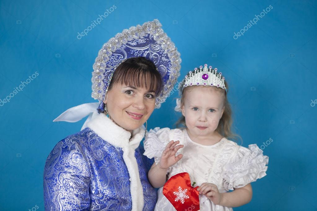 Maiden with a little girl — Stock Photo #18723197