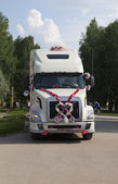Wedding tractor unit — Stock Photo
