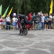 Stand on the front wheel of a motorcycle in the performance of Alexei Kalinin on the motorcycle show in Verhovazhe the Vologda region, Russia — Stock Photo #29782125