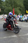 Alexei Kalinin motorcycle show in the village Verhovazhe the Vologda region, Russia — Stock Photo