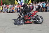 Alexei Kalinin motorcycle show in the village Verhovazhe Vologda region — Stock Photo