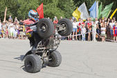 Riding on the rear wheels ATV Thomas Kalinin — Stockfoto