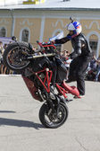 Stunts on a motorcycle by Alexei Kalinin — Stock Photo