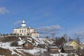 View Village Urusovskaya  Lower Kuloe  Verhovazhskogo district, Vologda region, Russia  Church of the Holy Virgin — Stock Photo