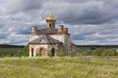 Il riparato chiesa di san nicola in un villaggio della media, distretto di verhovazhskogo, regione di vologda, russia — Foto Stock