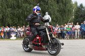 Alexei mostrar moto kalinin en verkhovazhye, región de vologda, rusia — Foto de Stock