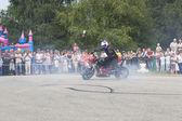 Alexei Kalinin draws on asphalt tires of his motorcycle — Stock Photo