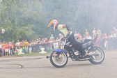 Lots of smoke on Moto show in Verkhovazhye, Vologda region, Russia. Foma Kalinin young stunt — Stock Photo