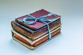 Три старые книги — Стоковое фото