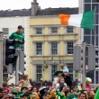 St. Patrick's Day crowds in Dublin, Ireland — Stock Photo
