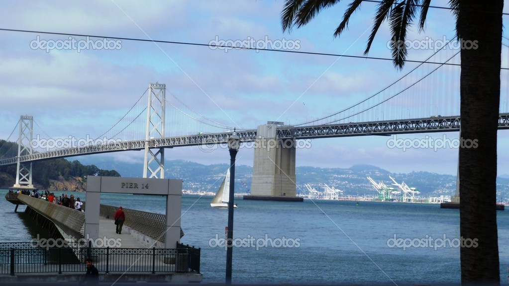 San Francisco's Pier 14 and the Bay Bridge — Stock Photo #13896337