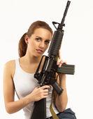 Donna con fucile — Foto Stock