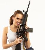 Frau mit gewehr — Stockfoto