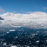 Paradise bay in Antarctica — Stock Photo #13774690
